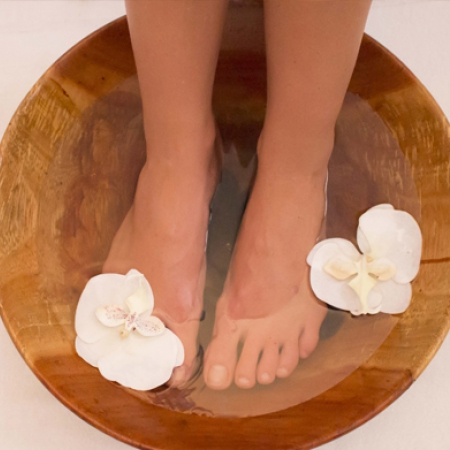 Spa-Gallery-foot-treatment-flowers2_450_450_s_c1